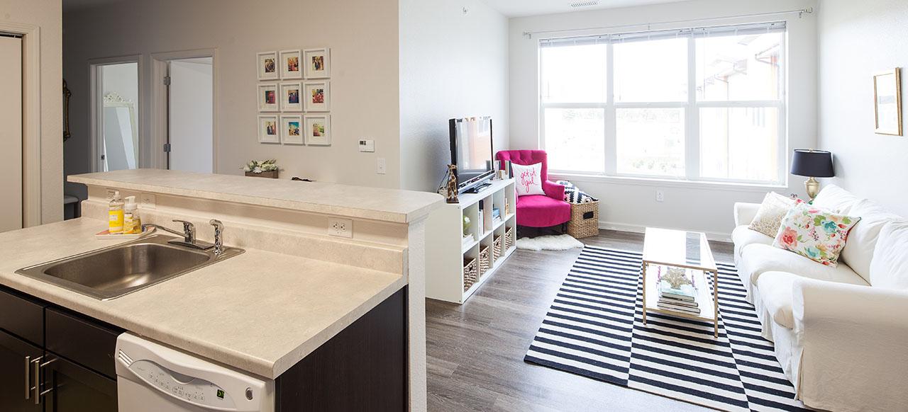 University of Iowa: Aspire at West Campus apartment living space
